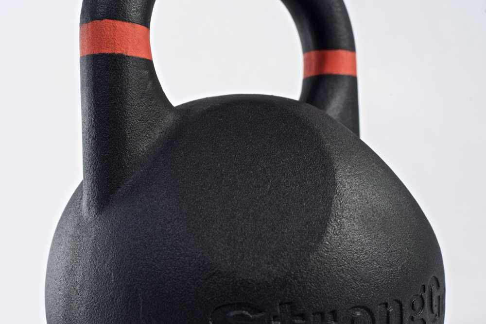 StrongGear závodní kettlebell ergonomické prohlubně
